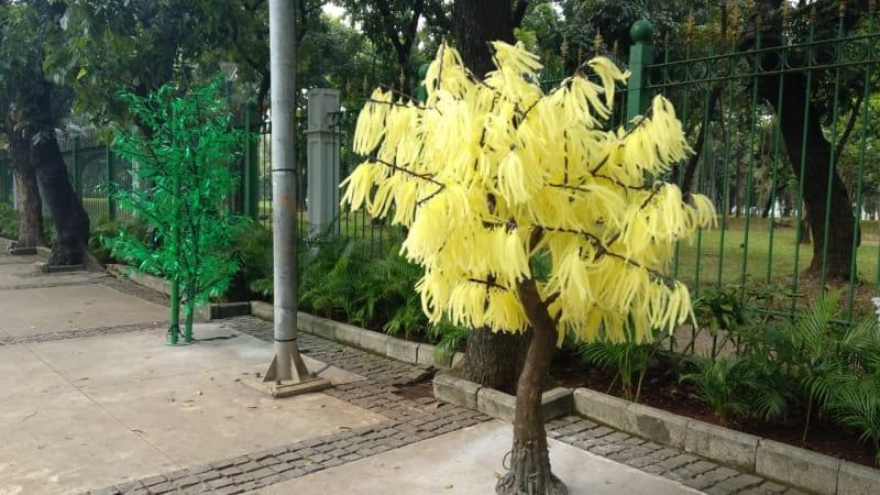 Hasil gambar untuk pohon imitasi anies\