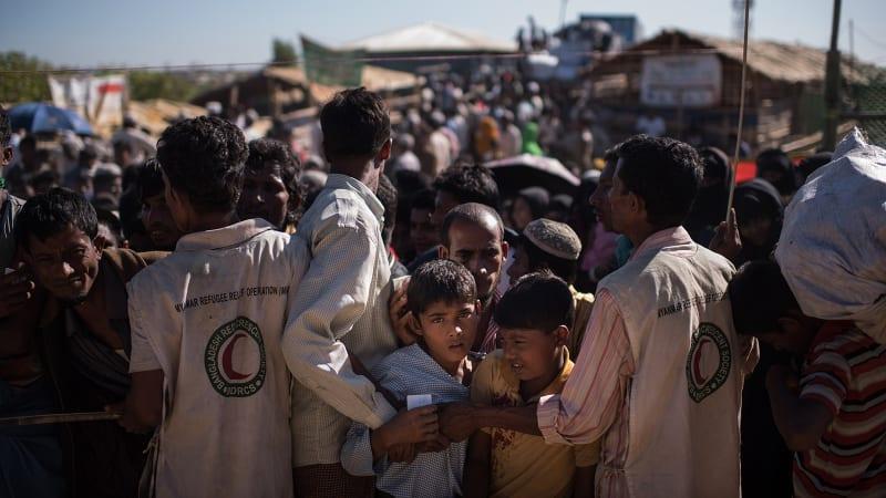 Anak-anak Rohingya Bermain di Bangladesh
