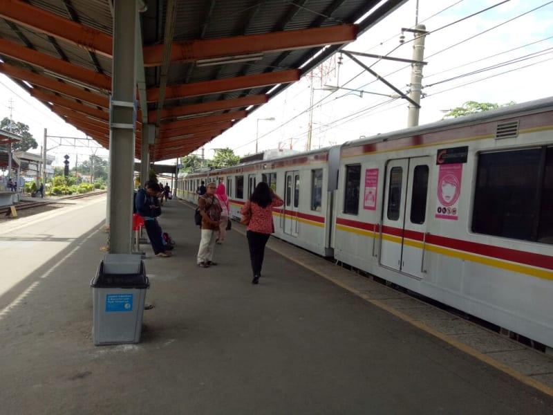 Menunggu kereta di Stasiun Depok Baru untuk nonton Final AFF