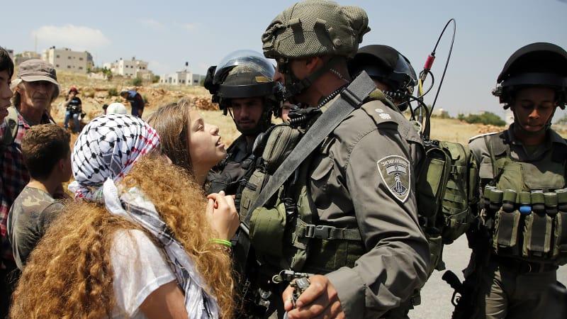 Siapa Ahed Tamimi yang Berani Menampar Tentara Israel?