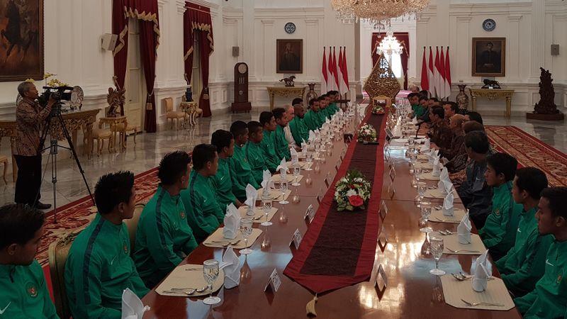 Suasana Sambutan Presiden Jokowi kepada Timnas di dalam Istana Merdeka
