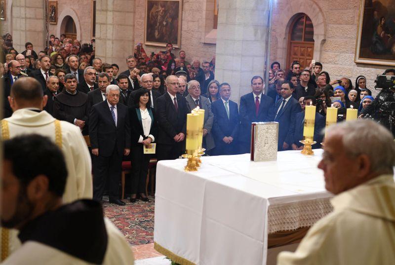 Mahmoud Abbas Menghadiri Misa Tengah Malam di Bethlehem.