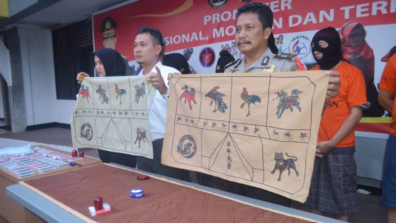 Polisi ringkus perjudian di Cibubur.