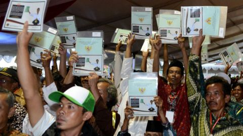 Jokowi bagi-bagi sertifikat tanah di Sukabumi