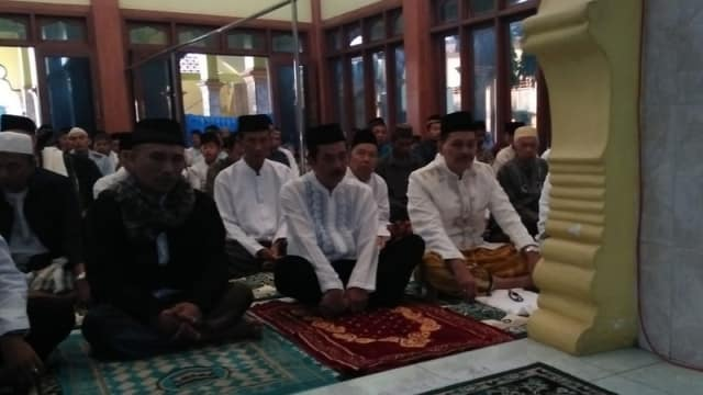 Pj Bupati Bojonegoro Laksanakan Salat Idul Fitri di Masjid Mojodeso Kecamatan Kapas