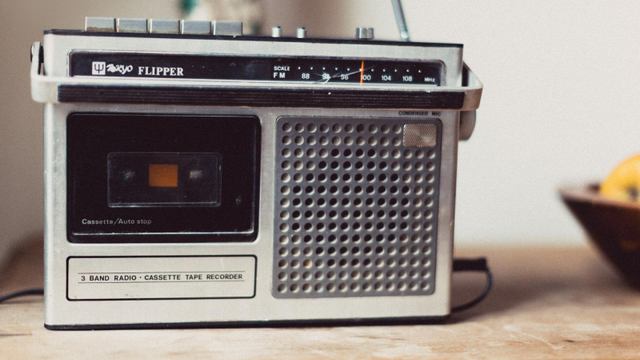 5 Alasan Mengapa Kamu Wajib Mendengarkan  Siaran Radio Republik Indonesia!