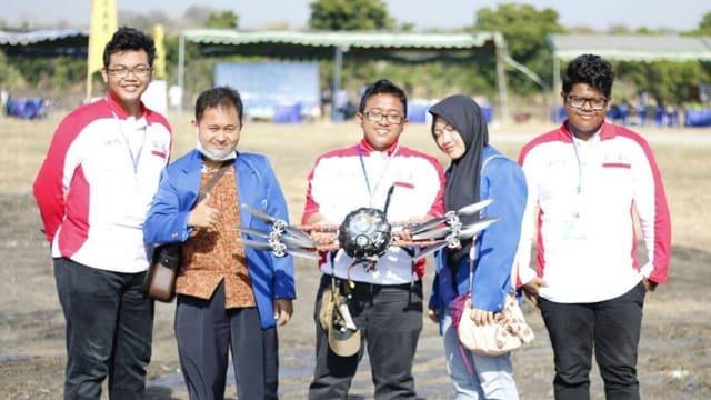 """""""Robot Menikah"""" Milik Universitas Esa Unggul Raih Juara Di Kontes Robotik Nasional"""