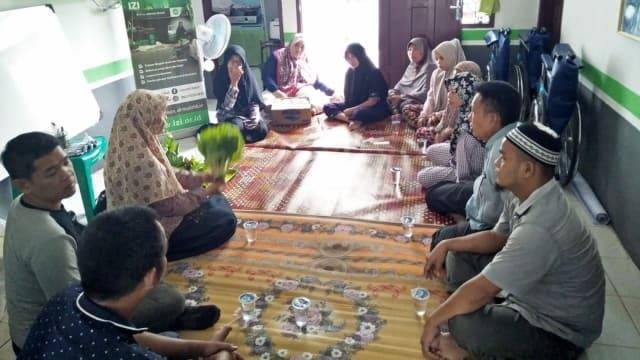 Para Pasien Rumah Singgah Dihibur dengan Pelatihan Cocok Tanah Hidroponik