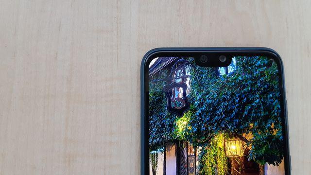 Memiliki Notch Pada Smartphone 'Kekinian', Inilah Gaya Baru Smartphone Millenial