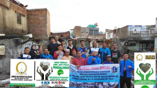 Forum Jati Pulo Peduli Serahkan Donasi Bagi Korban Kebakaran Krukut
