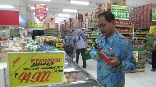 Satgas Pangan Bojonegoro Temukan Makanan Kedaluwarsa saat Sidak Pasar