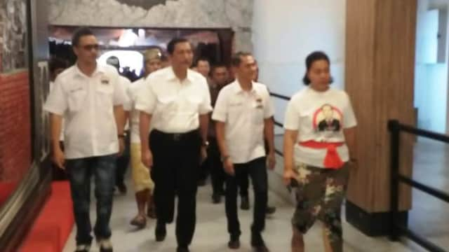 Luhut Beri Semangat Relawan Teman Jokowi di Bali