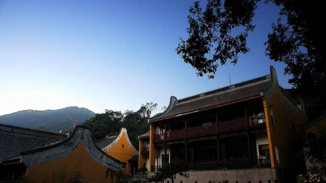 Kuil Ling Yin dan Kehidupan Biksu 'Bengal' Ji Gong