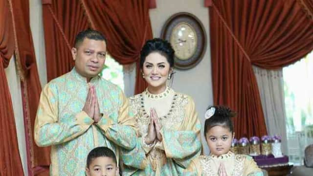 Cinta Indonesia, 5 Keluarga Artis Ini Pilih Batik Untuk Sarimbit Lebaran
