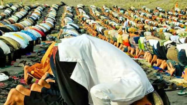 Sholat Ied Di Masjid Atau Di Lapangan, Mana Lebih Baik?