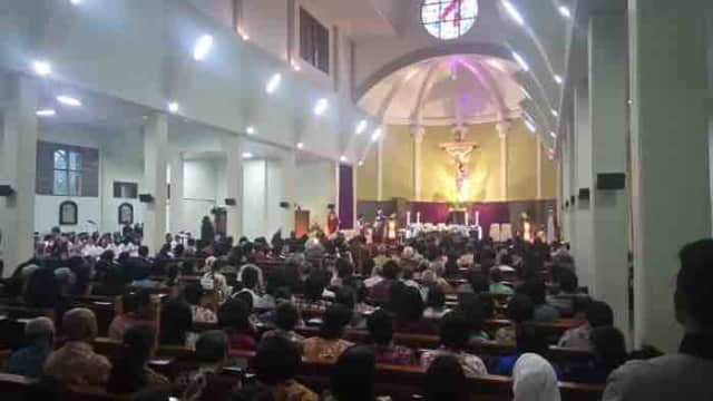 Pasca Penyerangan Gereja, Uskup KAS dan Romo Prier Rayakan Misa Penguatan