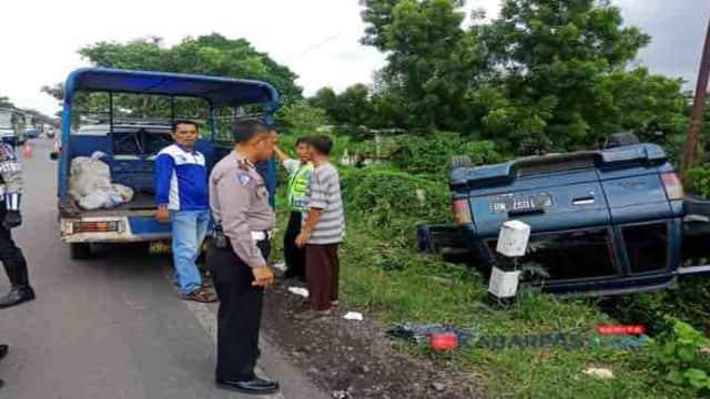 Mobil Rombongan Takziyah Terguling di Grati, 4 Orang Alami Luka