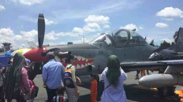5 Pesawat Super Tucano Jadi Tontonan Warga di Bandara Syamsudin Noor