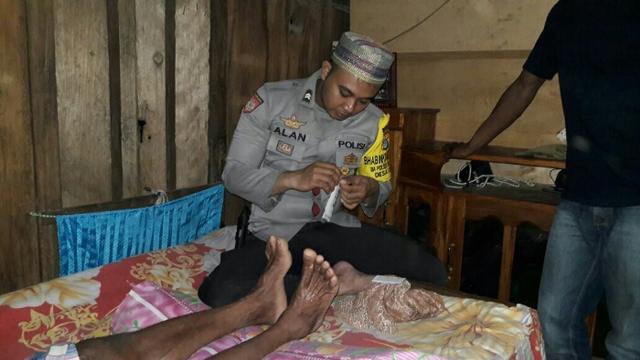 Empat Tahun Menderita Penyakit Aneh Kakek Ini Di Bantu Polisi Carikan Solusinya