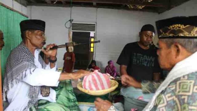 Tradisi Bayar Zakat dengan Sagu Lempeng di Tenga-Tenga, Maluku Tengah