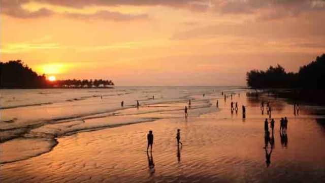 Libur Lebaran, Pengunjung Pantai Air Manis Mencapai 20 Ribu Orang
