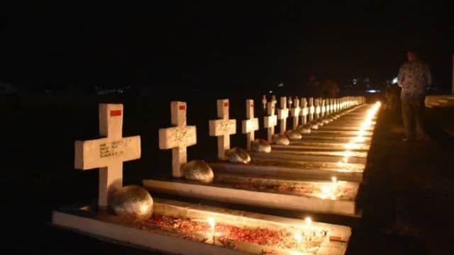 Ziarah Malam di Makam Pejuang Seroja di Atambua