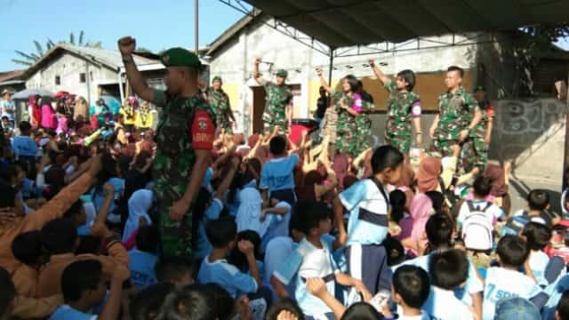 TNI Gelar Trauma Healing untuk Ribuan Anak Korban Gempa di Lombok