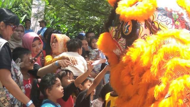 Meriahkan Imlek, Satwa Berparade di Kebun Binatang Bandung