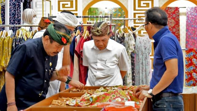 Cek Isu Bali Dijual Murah di Tiongkok, Cok Ace Sidak  Toko Souvenir di Benoa
