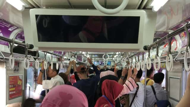 Drama Commuter Line Warga Jabodetabek