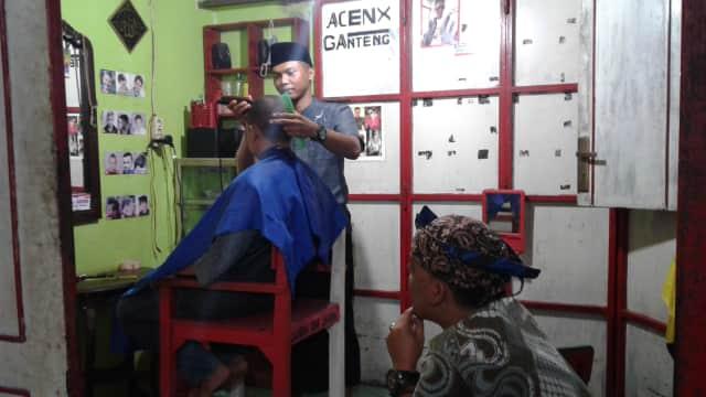 Tukang Cukur pun Nyantri
