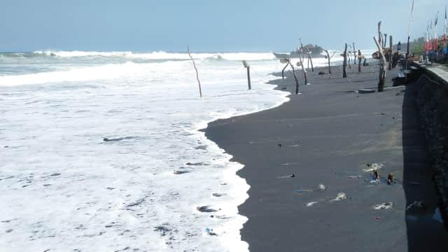 Gelombang Tinggi,  Nelayan Tabanan Berhenti Melaut