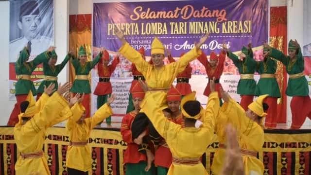 Pelangi Budaya Studio Karimun Dapat Pujian di Padang