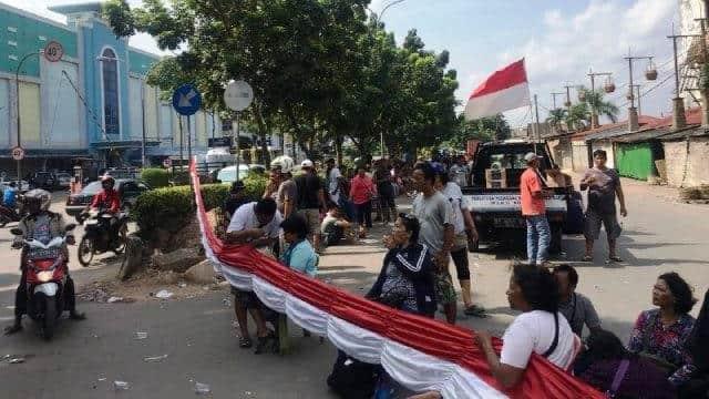 Pedagang Blokir Akses Jalan Depan Pasar Induk Jodoh