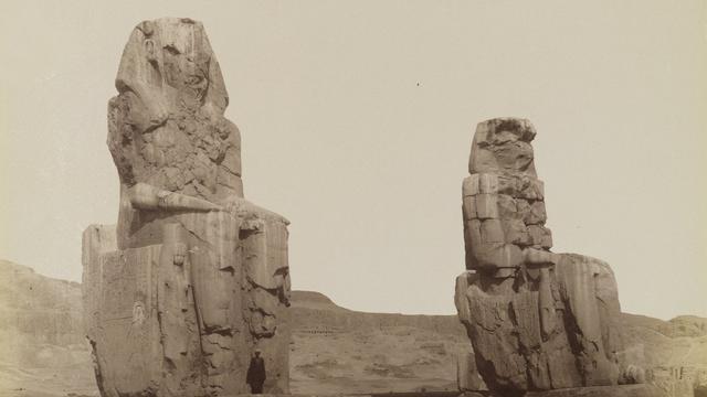 Monumen Memnon yang Pernah Mengeluarkan Suara