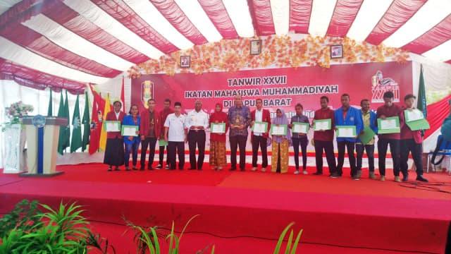 Lazismu Serahkan 18 Beasiswa untuk Putra-Putri Asli Papua Barat