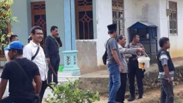 Gerebek Tersangka Penculikan, Polisi Dilempar Bom Bondet