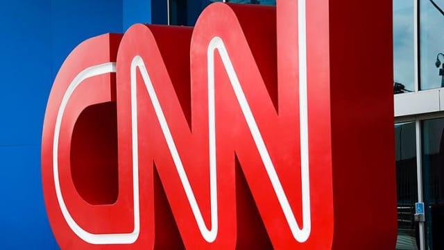 Media Bias: CNN Memecat Tiga Jurnalisnya karena Berita HOAX tentang TRUMP