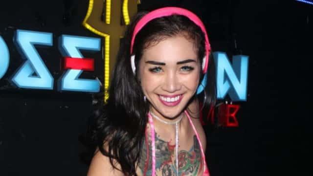 DJ Bunga Clara Pilih Tampil Cuma Pakai Bikini