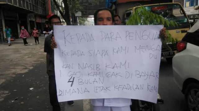 5 Bulan Gaji Belum Dibayar, Honorer RSUD Pirngadi Medan Unjuk Rasa