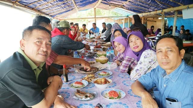 Jelang Pilgub 2018, Fungsionaris Golkar Mataram Berlibur Ke Pantai