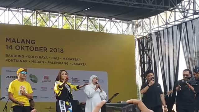 Gubernur Terpilih Khofifah Asyik Joget Bareng Siti Badriah di Malang