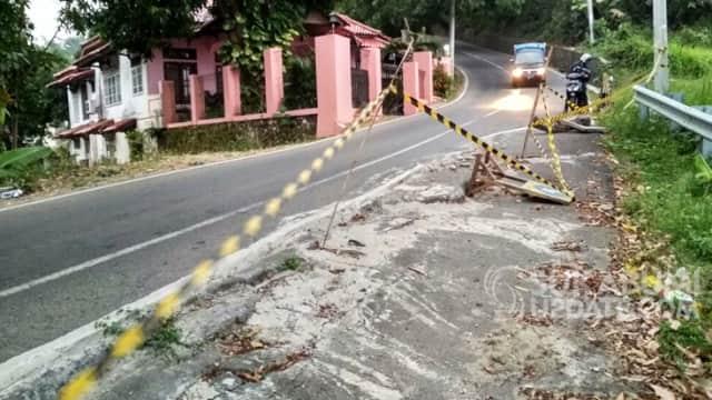 Setahun Rusak, Jalan Amblas di Cisolok Sukabumi Ditambal Semen