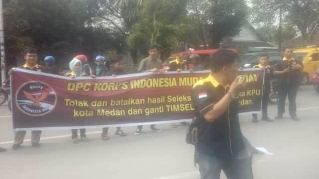 Gelar Unjuk Rasa,  Massa Desak Pembatalan Hasil Seleksi KPU Medan