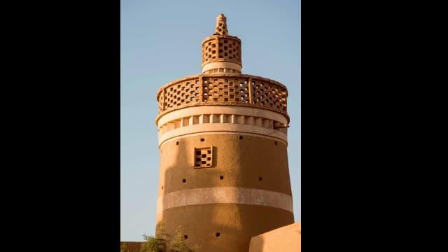 Menara-menara Merpati yang Megah di Iran