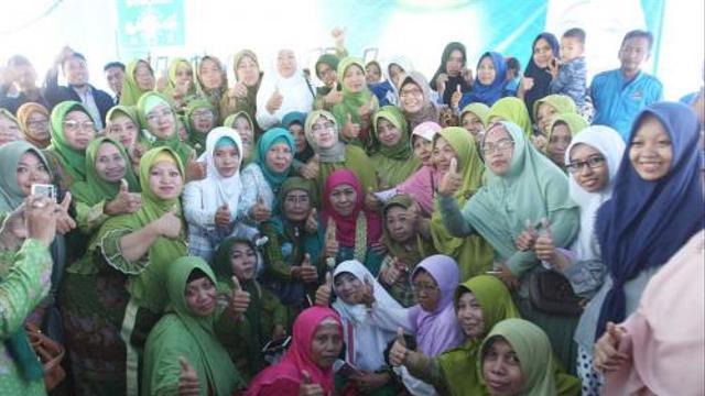 Usai Raih Kemenangan di Pilgub, Khofifah Sowan Ponpes Sukorejo Situbondo