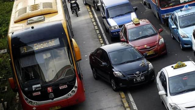 Hindari 7 Kebiasaan Buruk Mengemudi Mobil Orang Indonesia