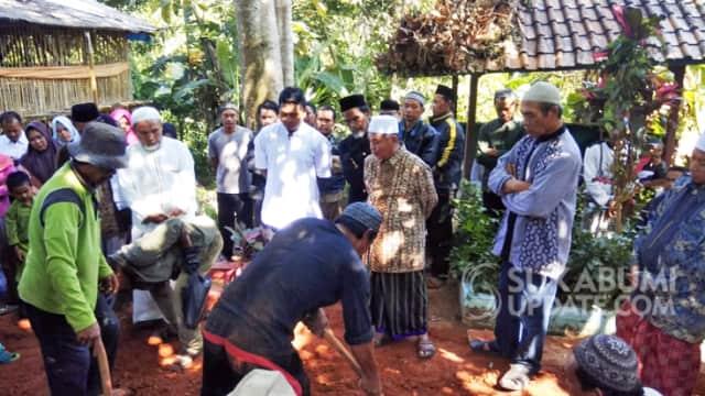 Haru, Ratusan Pelayat Hadiri Pemakaman Santriwati Korban Laka Maut di Simpenan Sukabumi