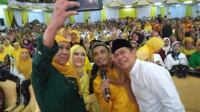 Adies Kadir dan Khofifah Solidkan Ribuan Relawan Dukung Jokowi di Surabaya