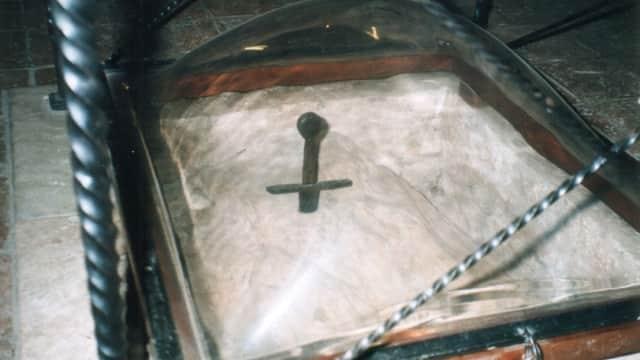 Pedang Galgano yang Menancap Permanen pada Batu